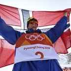 Oystein Braaten celebrates with a Norwegian flag after winning the men's ski slopestyle finals.