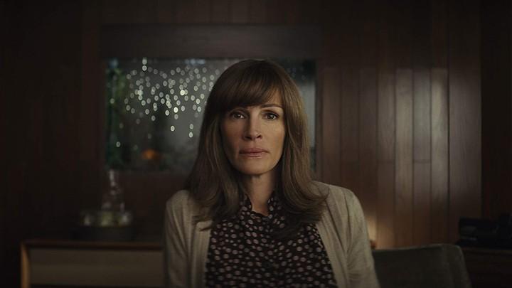 Julia Roberts stars as Heidi in the Amazon drama 'Homecoming'