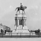 A statue of Robert E. Lee on his horse in Richmond, Virginia
